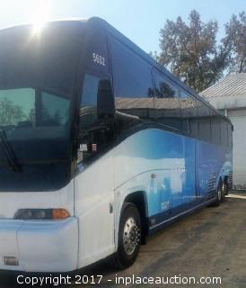 2000 MCI 102-EL3 Bus