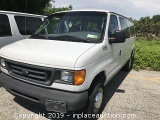 2005 Ford E353 12 Passenger Van